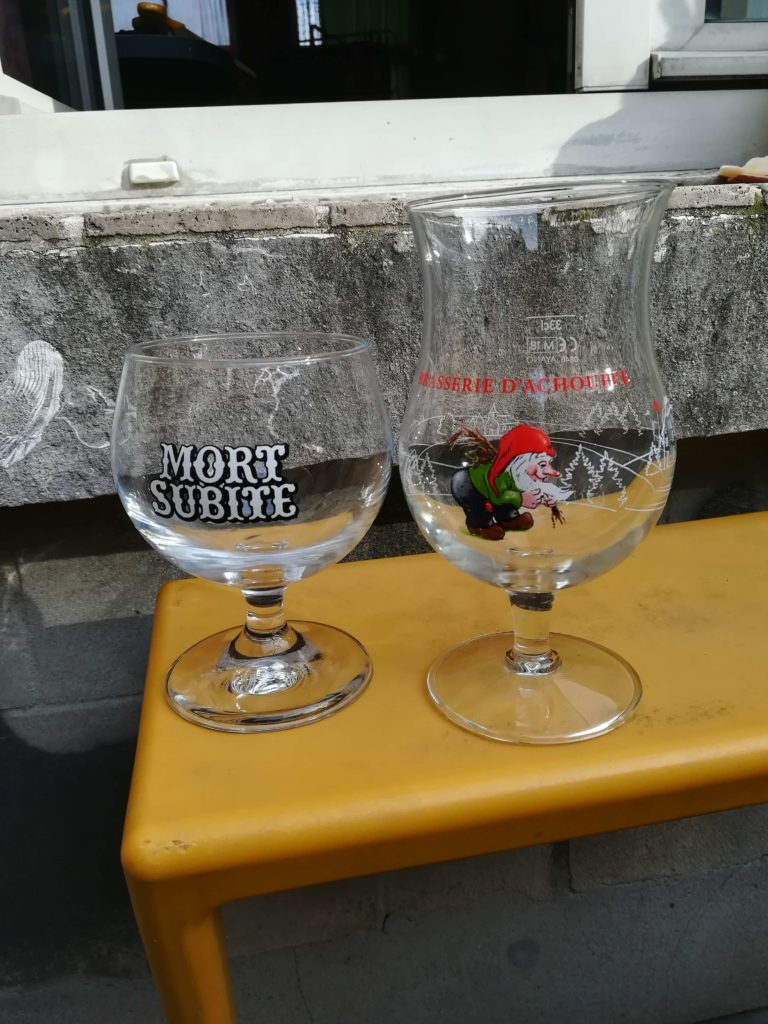 Nur zwei Beipiele für über tausend verschiedene Gläser für belgisches Bier.