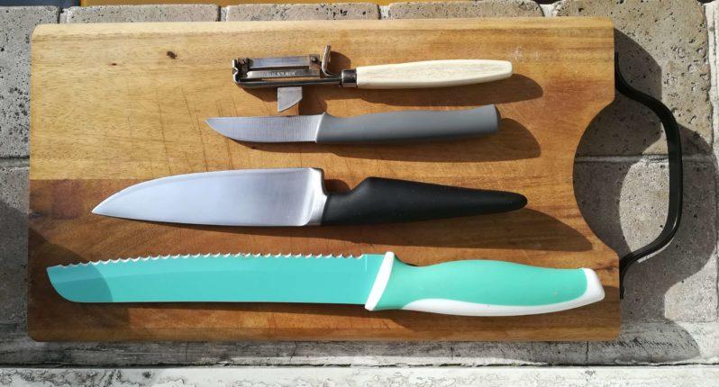 Viel braucht es nicht fürs Messerglück: Brotmesser, Universalmesser, Schälmesser, Sparschäler.