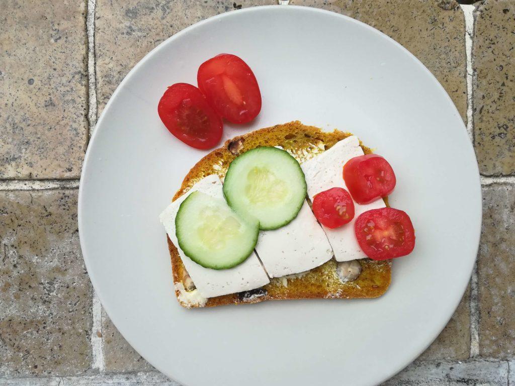 Unglaublich, aber wahr: Tofu schmeckt auch auf Brot lecker!