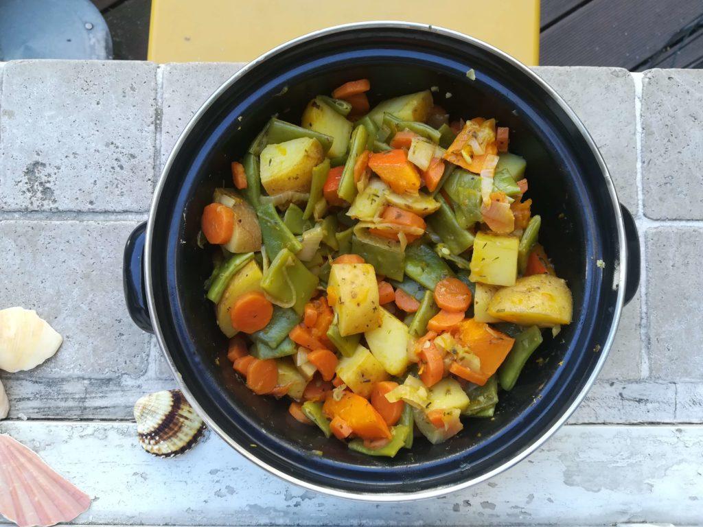 Dieser Kartoffel-Gemüse-Topf kocht sich fast von selbst.