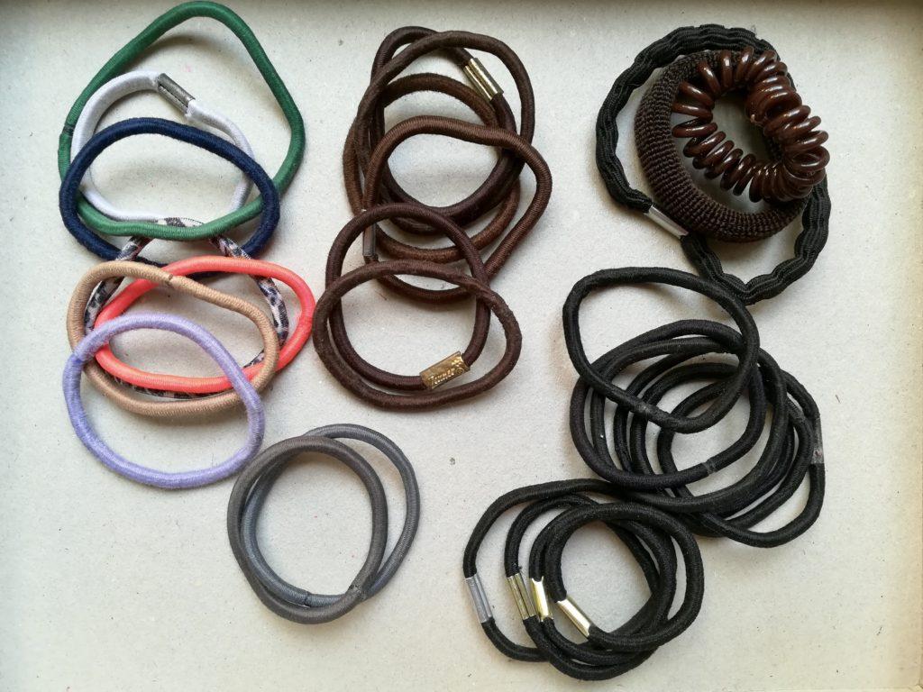 Die einfache Zero Waste-Lösung für Haarbänder: auf der Straße finden!