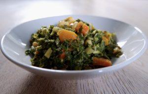 Winterliches Grünkohl-Kürbis-Curry mit Sesam und Kokos