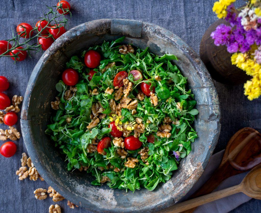Normal essen lernen: Ein schneller Salat mit Walnüssen