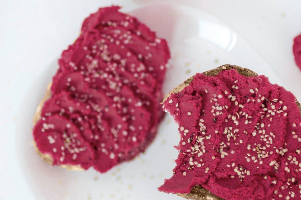 vegane Brotaufstriche: Rote-Beete-Hummus