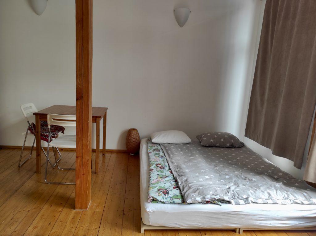 Minimalismus & Umzug: Minimalistisch umziehen mit Kind-Bett